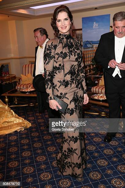 Brooke Shields wearing a dress by Callisti attends a photo call ahead of Opera Ball Vienna 2016 at Grand Hotel on February 4 2016 in Vienna Austria