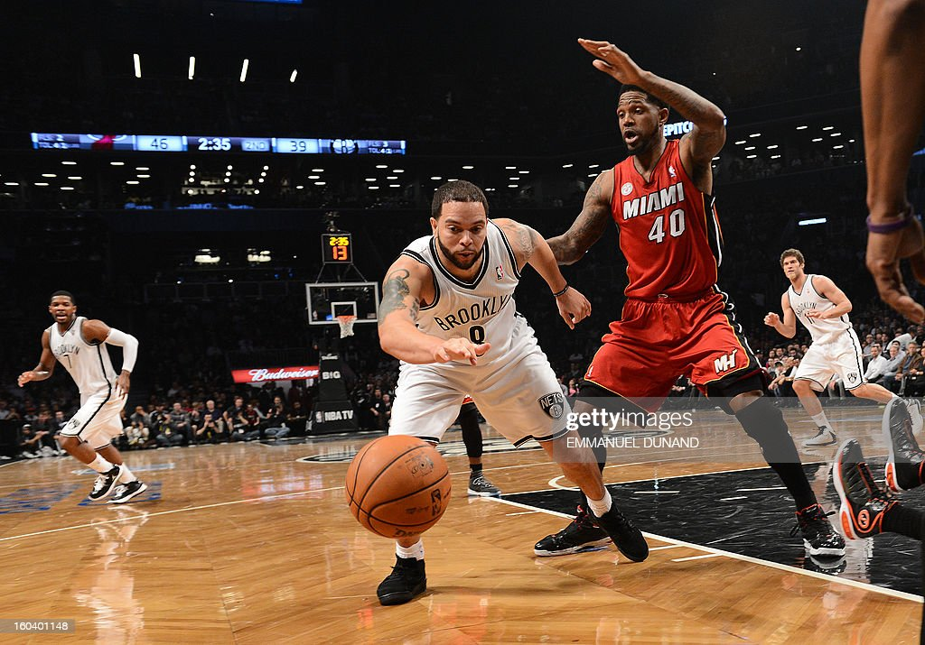 Brooklyn Nets' Gerald Wallace Deron Williams vies for the ball with Miami Heat's Udonis Haslem during their NBA game at the Barclays Center in the Brooklyn borough of New York City, January 30 , 2013 . AFP PHOTO/Emmanuel Dunand