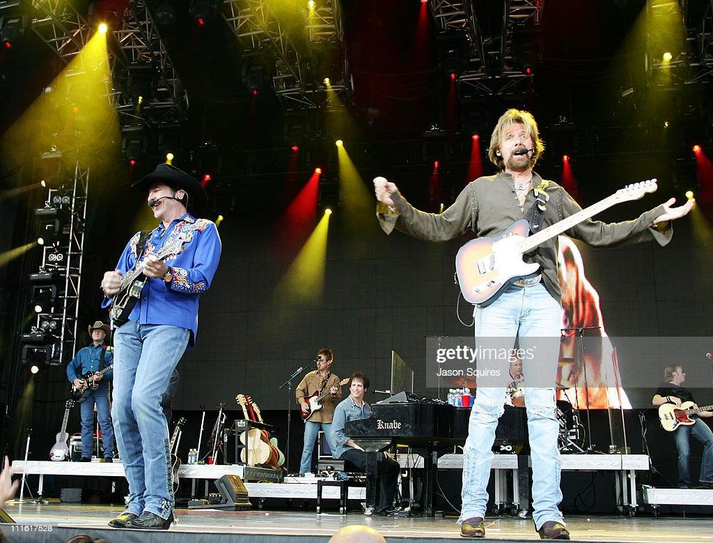 Brooks & Dunn perform in Kansas City - June 3, 2007