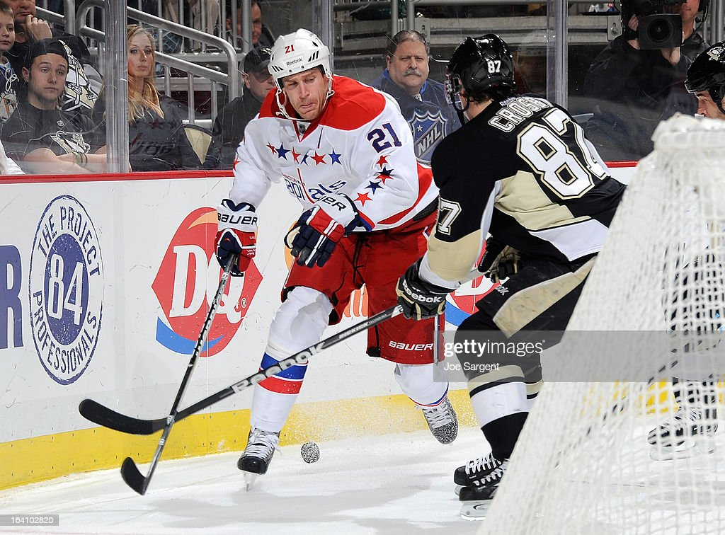 Brooks Laich #21 of the Washington Capitals battles for the puck against Sidney Crosby #87 of the Pittsburgh Penguins on March 19, 2013 at Consol Energy Center in Pittsburgh, Pennsylvania.