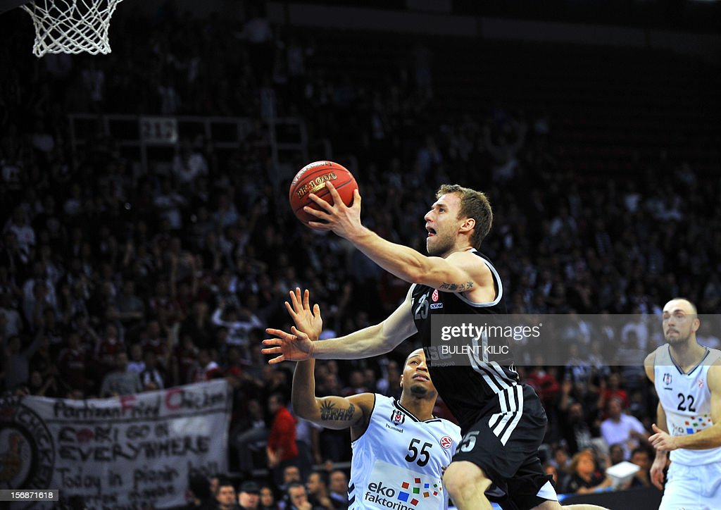 Brose Basket Bamberg's Anton Gavel (C) goes for the basket as Besiktas's Curtis Jerrells (L) tries to block him during the Euroleague basketball match between Besiktas and Brose Basket Bamberg at the Abdi Ipekci Sports Arena in Istanbul, on November 23, 2012.