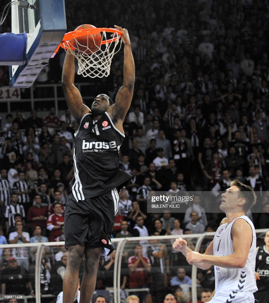 Brose Basket Bamberg's Latavious Williams (R) scores against Besiktas during the Euroleague basketball match between Besiktas and Brose Basket Bamberg at the Abdi Ipekci Sports Arena in Istanbul, on November 23, 2012.