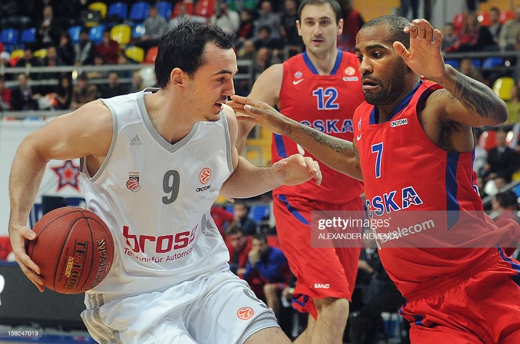 Brose Baskets' Karsten Tadda (L) fights for the ball with CSKA Moscow's Aaron Jackson in Moscow on January 10, 2013 during a Euroleague top 16 group E game.