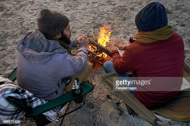 Brüderlichen Spiel am Strand