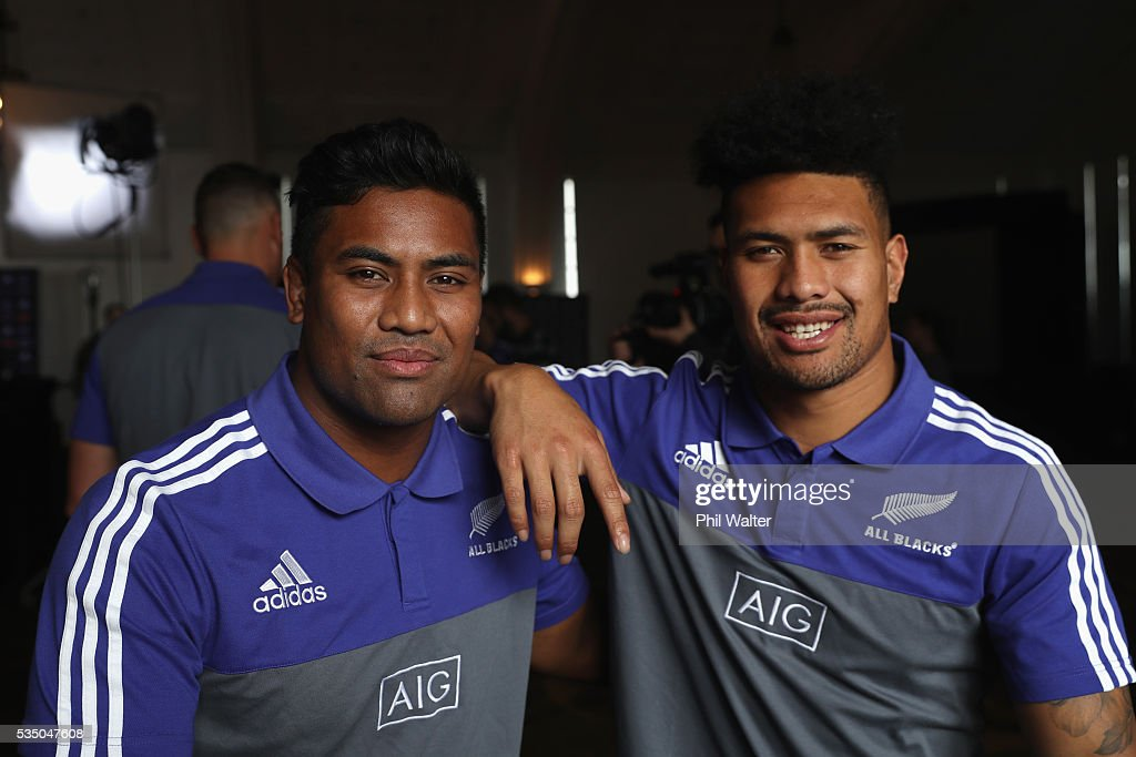 Brothers <a gi-track='captionPersonalityLinkClicked' href=/galleries/search?phrase=Julian+Savea&family=editorial&specificpeople=5780264 ng-click='$event.stopPropagation()'>Julian Savea</a> (L) and <a gi-track='captionPersonalityLinkClicked' href=/galleries/search?phrase=Ardie+Savea&family=editorial&specificpeople=8836502 ng-click='$event.stopPropagation()'>Ardie Savea</a> (R) during the New Zealand All Blacks squad announcement at The Heritage Hotel on May 29, 2016 in Auckland, New Zealand.
