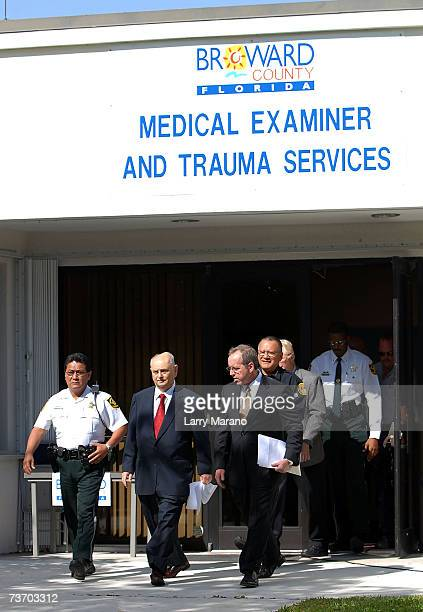 how to become a medical examiner uk