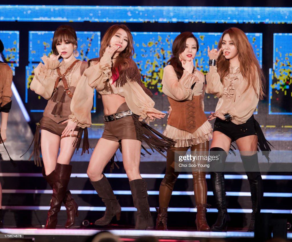 <a gi-track='captionPersonalityLinkClicked' href=/galleries/search?phrase=Brown+Eyed+Girls&family=editorial&specificpeople=6492749 ng-click='$event.stopPropagation()'>Brown Eyed Girls</a> perform onstage during M Super Concert at Seoul Square on August 3, 2013 in Seoul, South Korea.