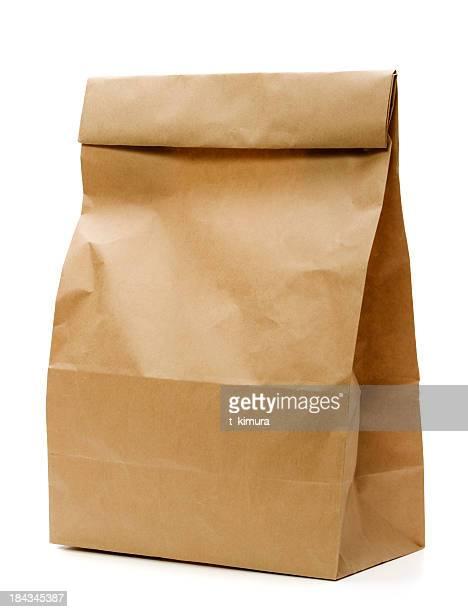 茶色の紙製バッグ