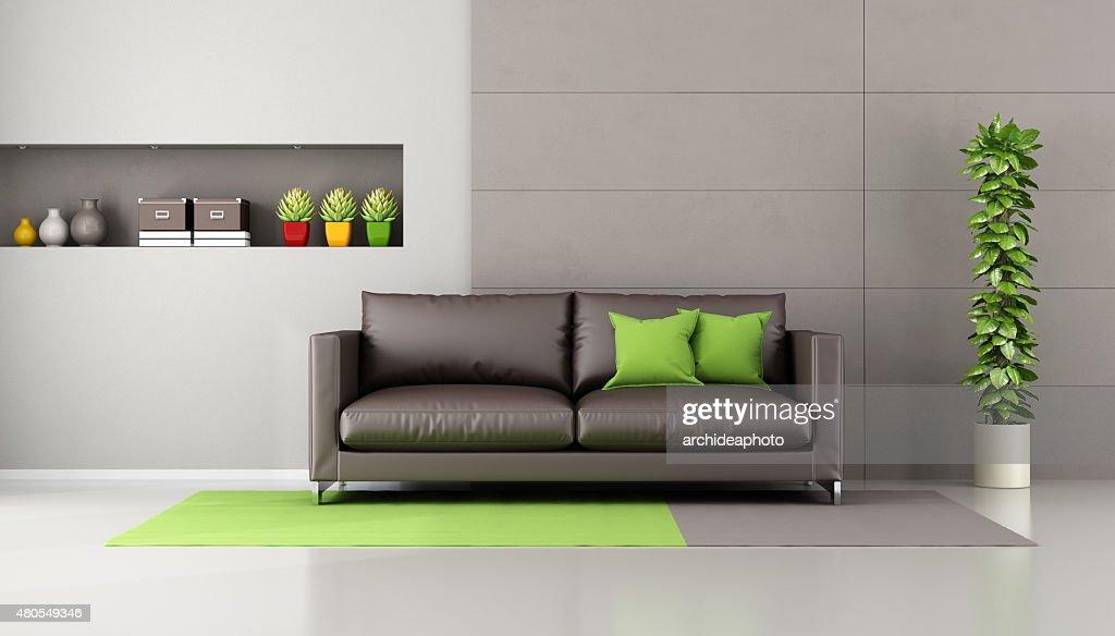 SOFÁ marrón en una sala de estar contemporánea : Foto de stock