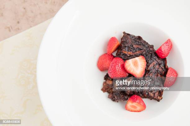 Brownie of sweet potato with strawberries.