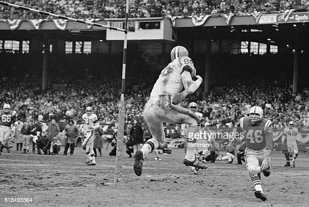 Brown's Gary Collins goes high for the lst score against the Colts Collins took two other touchdown passes from Frank Ryan in the victory Rushing up...