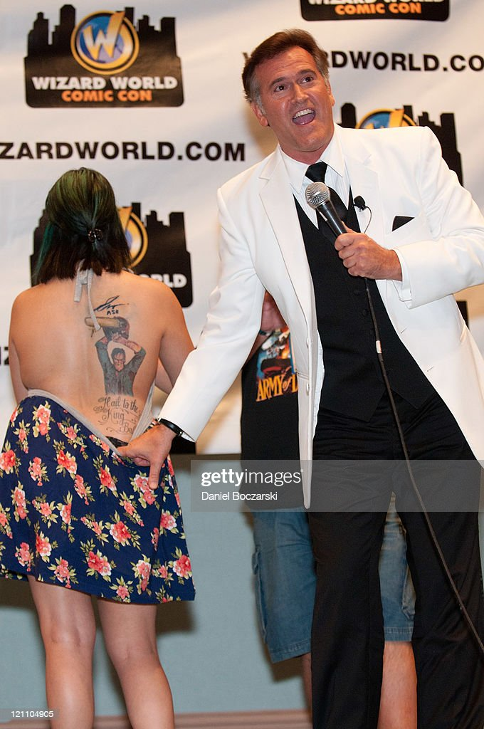 <a gi-track='captionPersonalityLinkClicked' href=/galleries/search?phrase=Bruce+Campbell&family=editorial&specificpeople=2001663 ng-click='$event.stopPropagation()'>Bruce Campbell</a> shows off a fan's tattoo at his panel during the 2011 Wizard World Comic Con at the Donald E. Stephens Convention Center on August 13, 2011 in Chicago, Illinois.