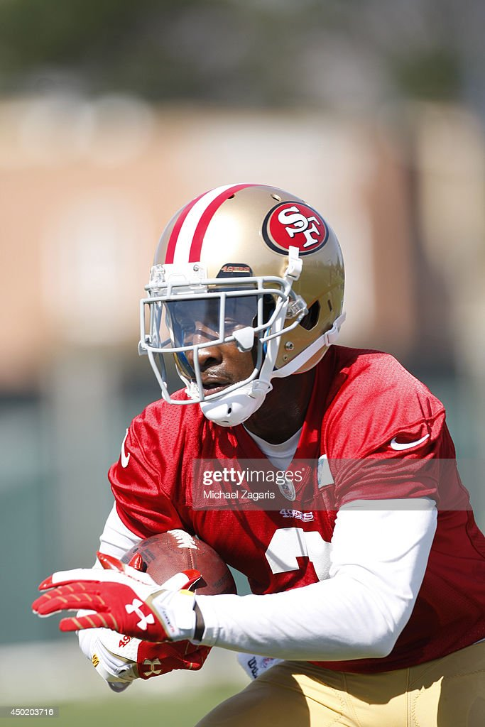 <a gi-track='captionPersonalityLinkClicked' href=/galleries/search?phrase=Bruce+Ellington&family=editorial&specificpeople=7405384 ng-click='$event.stopPropagation()'>Bruce Ellington</a> #3 of the San Francisco 49ers goes through drills during the 49ers Rookie Minicamp on May 23, 2014 in Santa Clara, California.