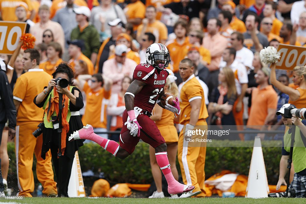 Bruce Ellington #23 of the South Carolina Gamecocks runs toward the goal line on a 33-yard touchdown reception in the first quarter against the Tennessee Volunteers during the game at Williams-Brice Stadium on October 27, 2012 in Columbia, South Carolina.