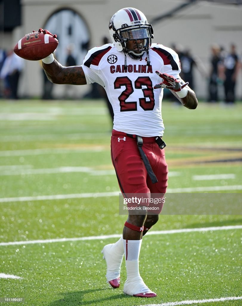 Bruce Ellington of the South Carolina Gamecocks warms up on the field prior to a game against the Vanderbilt Commodores at Vanderbilt Stadium on...