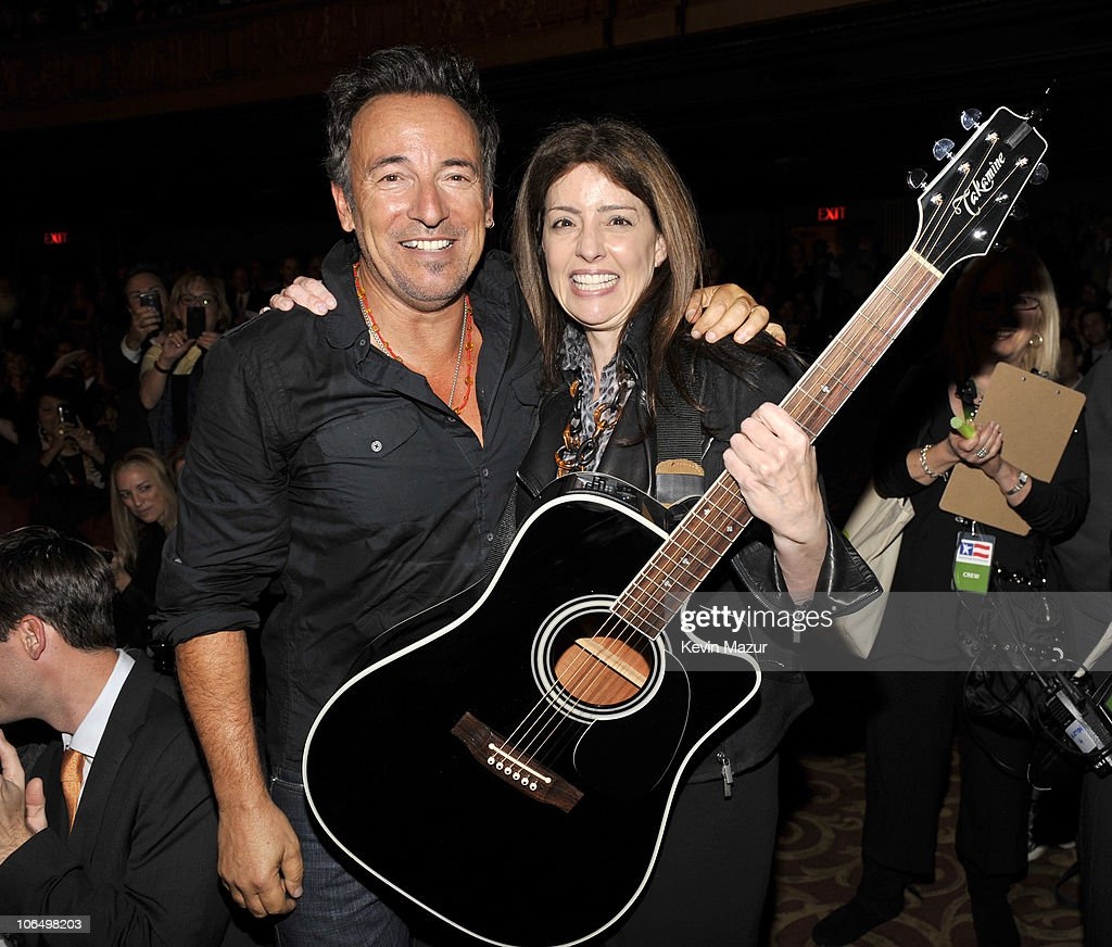 Cristina carlino family - Bruce Springsteen And Christina Carlino Who Bid 140 000 And Won Bruce Springsteen Signed Guitar Backstage At