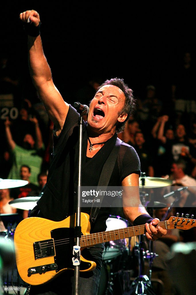 Bruce Springsteen performs at the Philips Arena on April 26, 2009 in Atlanta, Georgia.