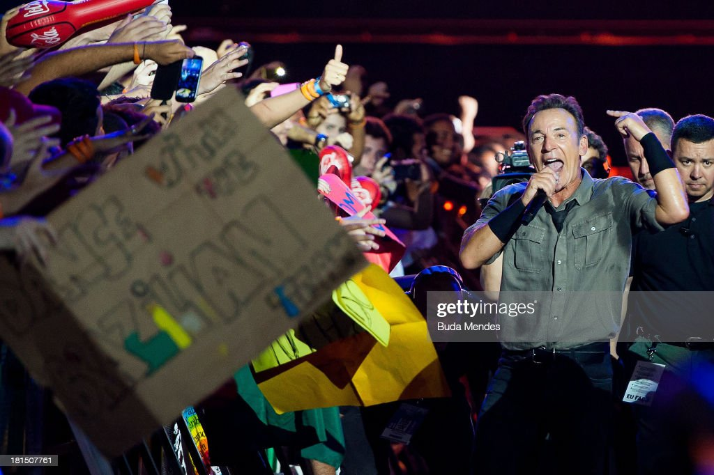 <a gi-track='captionPersonalityLinkClicked' href=/galleries/search?phrase=Bruce+Springsteen&family=editorial&specificpeople=123832 ng-click='$event.stopPropagation()'>Bruce Springsteen</a> performs on stage during a concert in the Rock in Rio Festival on September 21, 2013 in Rio de Janeiro, Brazil.