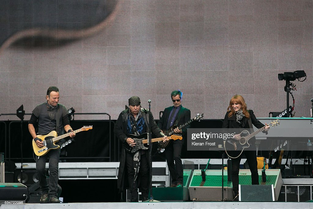 <a gi-track='captionPersonalityLinkClicked' href=/galleries/search?phrase=Bruce+Springsteen&family=editorial&specificpeople=123832 ng-click='$event.stopPropagation()'>Bruce Springsteen</a>, <a gi-track='captionPersonalityLinkClicked' href=/galleries/search?phrase=Steven+Van+Zandt&family=editorial&specificpeople=206354 ng-click='$event.stopPropagation()'>Steven Van Zandt</a> and <a gi-track='captionPersonalityLinkClicked' href=/galleries/search?phrase=Patti+Scialfa&family=editorial&specificpeople=228282 ng-click='$event.stopPropagation()'>Patti Scialfa</a> at Croke Park Stadium on May 27, 2016 in Dublin, Ireland.