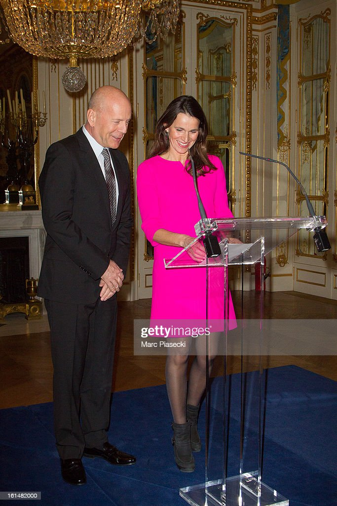 <a gi-track='captionPersonalityLinkClicked' href=/galleries/search?phrase=Bruce+Willis&family=editorial&specificpeople=202185 ng-click='$event.stopPropagation()'>Bruce Willis</a> receives the 'Commandeur dans l'Ordre des Arts et Lettres' medal from french minister of Culture Aurelie Filipetti at Ministere de la Culture on February 11, 2013 in Paris, France.