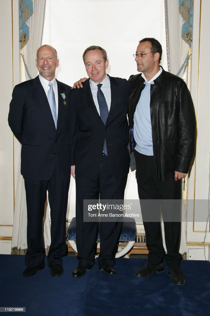 Bruce Willis Receives the Arts and Letters Medal in Paris - Inside