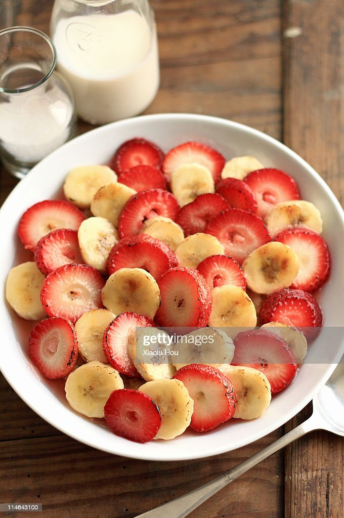 Bruleed oatmeal with strawberry and banana slices : Stock Photo