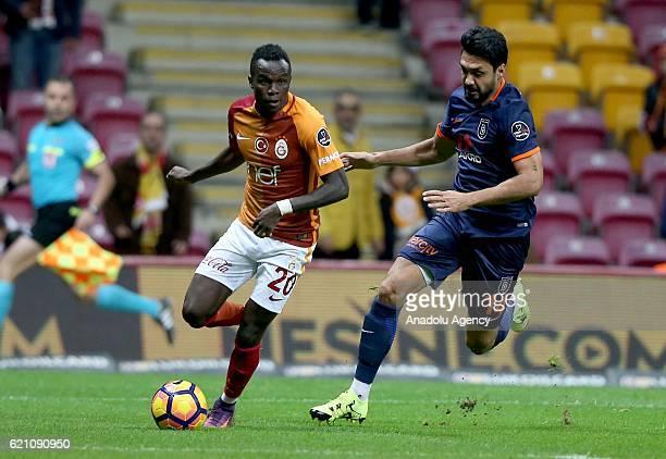 Bruma of Galatasaray in action against Bekir Irtegun of Medipol Basaksehir during the Turkish Spor Toto Super League soccer match between Galatasaray...