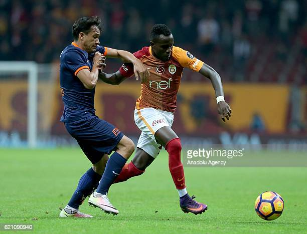 Bruma of Galatasaray in action against Jose De Costa of Medipol Basaksehir during the Turkish Spor Toto Super League soccer match between Galatasaray...