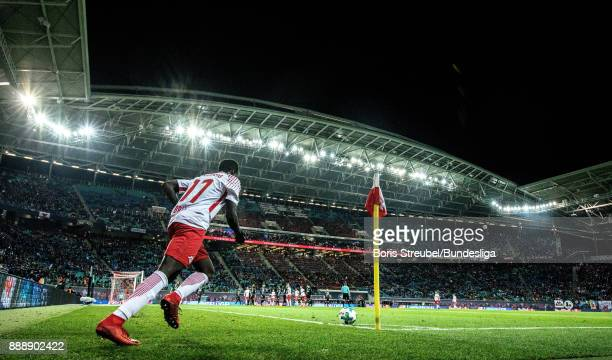 Bruma of RB Leipzig takes a corner during the Bundesliga match between RB Leipzig and 1 FSV Mainz 05 at Red Bull Arena on December 9 2017 in Leipzig...