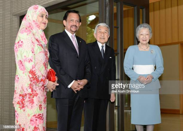 Brunei Sultan Hassanal Bolkiah and his wife Pengiran Anak Saleha Japanese Emperor Akihito and Empress Michiko pose for photographs at the Imperial...