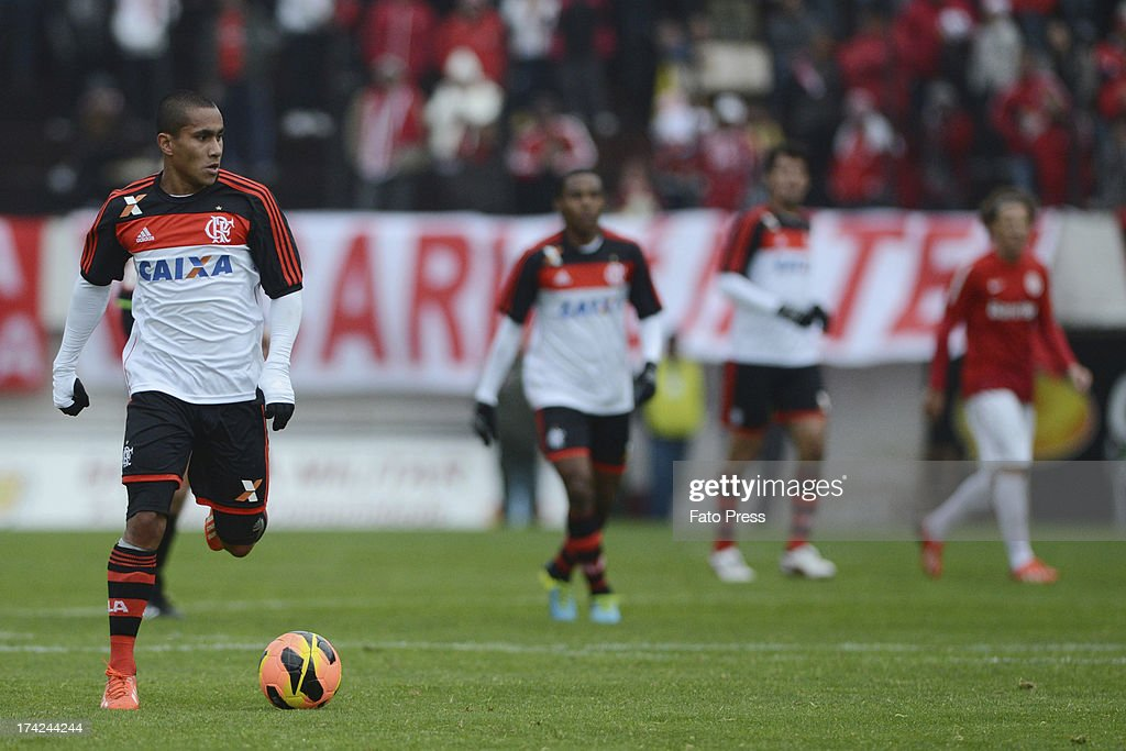 Bruninho (L) of Flamengo runs for the ball during the match between Flamengo and Internacional for the Brazilian Serie A 2013 on July 21, 2013 in Centenário stadium in Porto Alegre, Caxias do Sul, Brazil