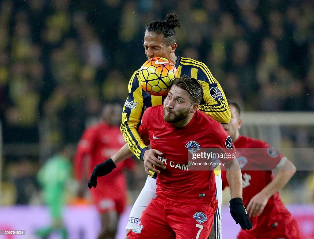 Bruno Alves (L) of Fenerbahce in action against Tunay Torun of Kasimpasa during Turkish Spor Toto Super Lig football match between Fenerbahce and Kasimpasa at Fenerbahce Sukru Saracoglu Sports Complex in Istanbul, Turkey on February 12, 2016