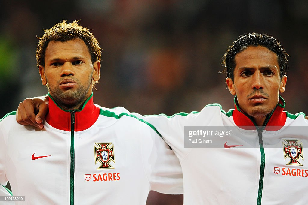 ¿Cuánto mide Bruno Alves? Bruno-alves-of-portugal-looks-on-alongside-rolando-of-portugal-during-picture-id129158010
