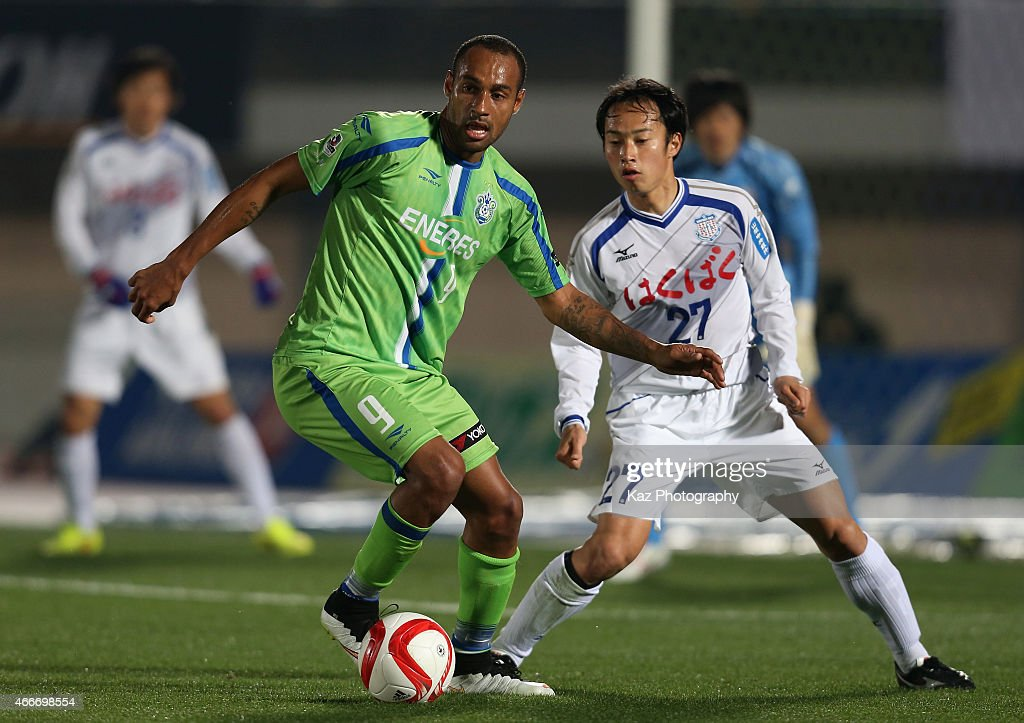 Bruno Cesar of Shonan Bellmare and Shohei Abe of Ventforet Kofu compete for the ball during the J.League Yamazaki Nabisco Cup match between Shonan Bellmare and Ventforet Kofu at BMW Stadium Hiratsuka on March 18, 2015 in Hiratsuka, Kanagawa, Japan.