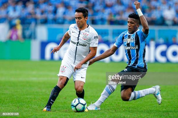 Bruno Cortez of Gremio battles for the ball against Jadson of Corinthians during the match Gremio v Corinthians as part of Brasileirao Series A 2017...