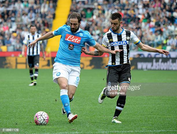 Bruno Fernandes Borges of Udinese Calcio competes with Gonzalo Higuain of SSC Napoli during the Serie A match between Udinese Calcio and SSC Napoli...