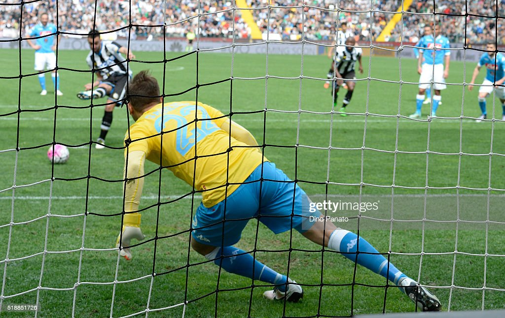 Bruno Fernandes Borges of Udinese Calcio scores the opening goal from the penalty spot during the Serie A match between Udinese Calcio and SSC Napoli at Stadio Friuli on April 3, 2016 in Naples, Italy.