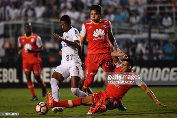 Bruno Henrique of Brazils Santos vies for the ball with Jose Moya of Colombias Santa Fe during their 2017 Copa Libertadores football match held at...