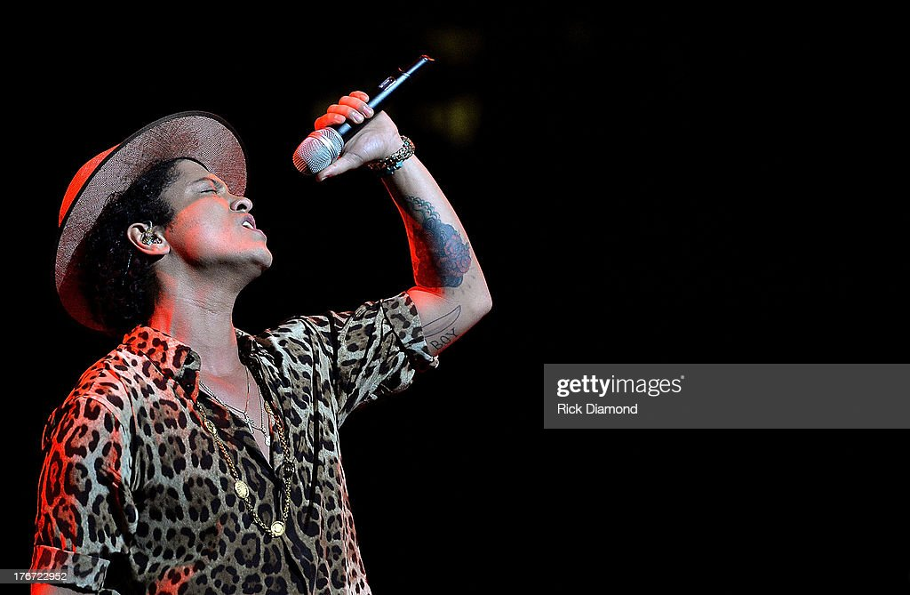 <a gi-track='captionPersonalityLinkClicked' href=/galleries/search?phrase=Bruno+Mars&family=editorial&specificpeople=6779692 ng-click='$event.stopPropagation()'>Bruno Mars</a> performs at Bridgestone Arena on August 17, 2013 in Nashville, Tennessee.