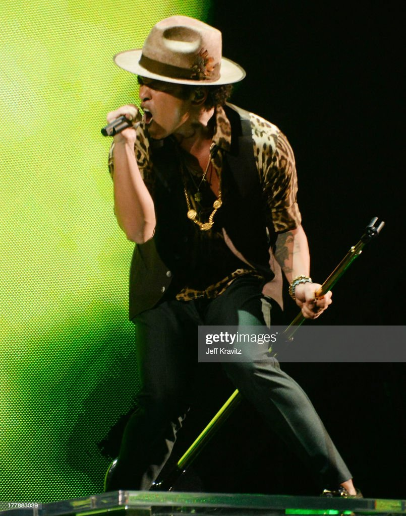 <a gi-track='captionPersonalityLinkClicked' href=/galleries/search?phrase=Bruno+Mars&family=editorial&specificpeople=6779692 ng-click='$event.stopPropagation()'>Bruno Mars</a> performs during the 2013 MTV Video Music Awards at the Barclays Center on August 25, 2013 in the Brooklyn borough of New York City.