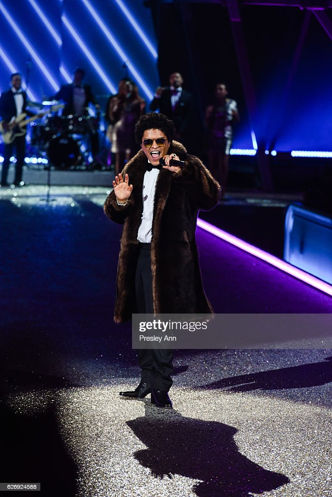 bruno-mars-performs-on-the-runway-2016-victorias-secret-fashion-show-picture-id626924588