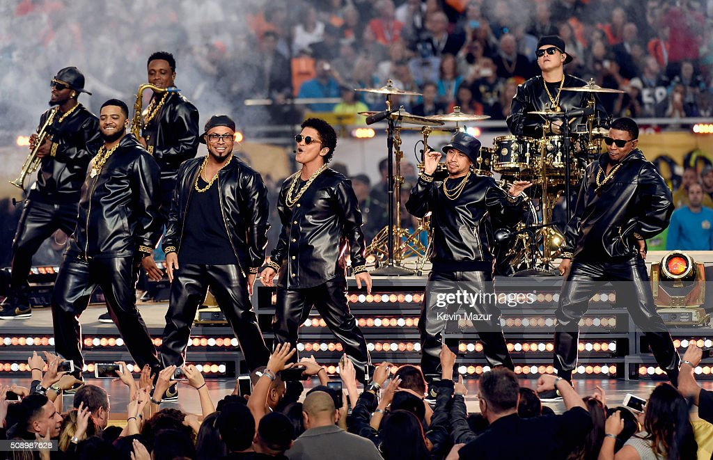 <a gi-track='captionPersonalityLinkClicked' href=/galleries/search?phrase=Bruno+Mars&family=editorial&specificpeople=6779692 ng-click='$event.stopPropagation()'>Bruno Mars</a> performs onstage during the Pepsi Super Bowl 50 Halftime Show at Levi's Stadium on February 7, 2016 in Santa Clara, California.