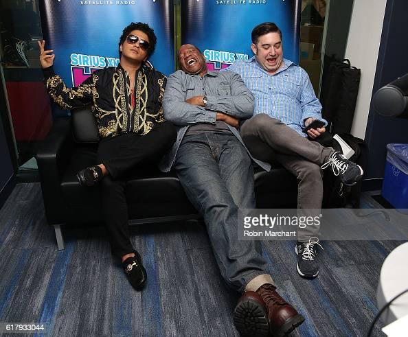 Bruno Mars Pandora Skit on SNL! - YouTube
