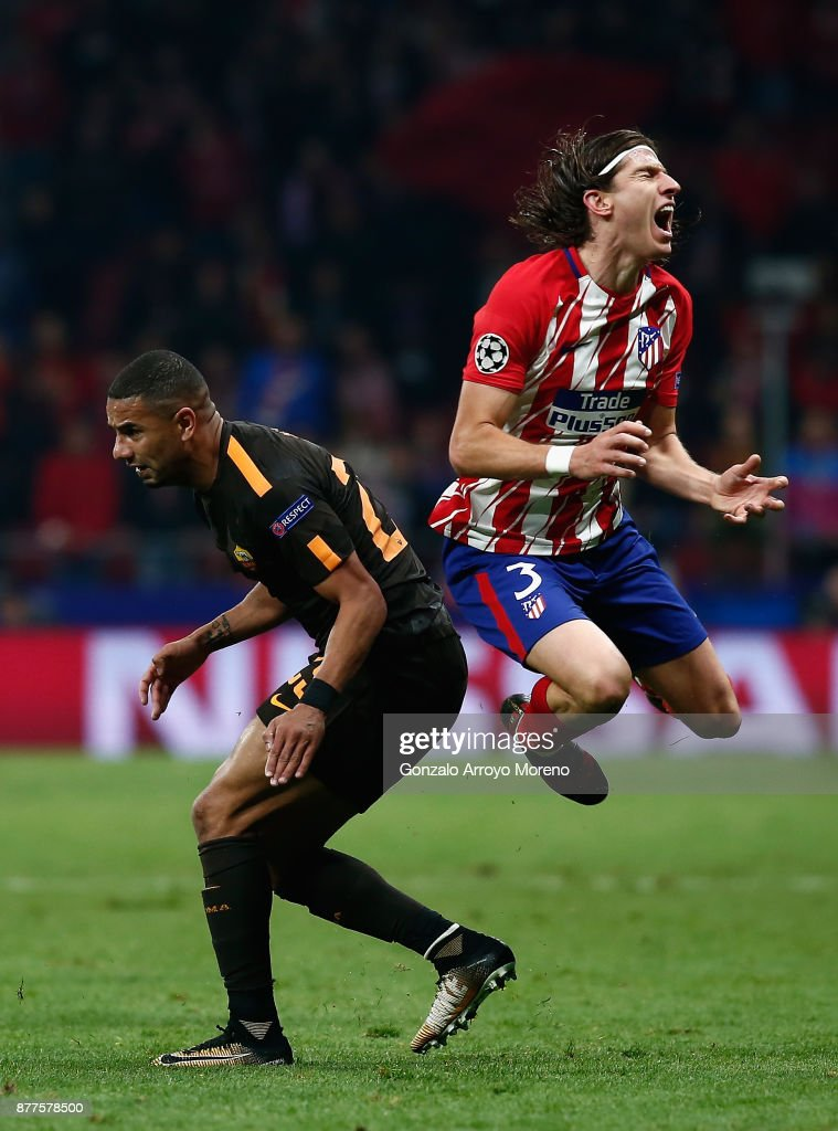 Bruno Peres of AS Roma fouls Filipe Luis of Atletico Madrid leading to his sending off during the UEFA Champions League group C match between Atletico Madrid and AS Roma at Wanda Metropolitano on November 22, 2017 in Madrid, Spain.