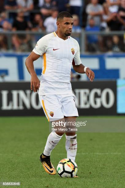 Bruno Peres of AS Roma in action during the Serie A match between Atalanta BC and AS Roma at Stadio Atleti Azzurri d'Italia on August 20 2017 in...