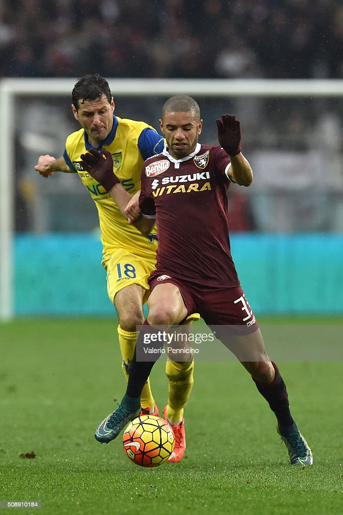 Bruno Peres (R) of Torino FC is challenged by Massimo Gobbi of AC Chievo Verona during the Serie A match between Torino FC and AC Chievo Verona at Stadio Olimpico di Torino on February 7, 2016 in Turin, Italy.