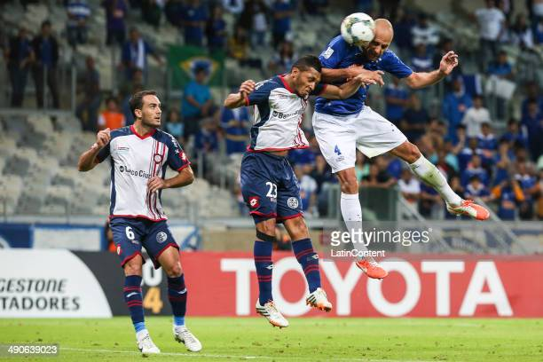 Bruno Rodrigo of Cruzeiro heads the ball to convert the first goal of his team during a quarter final match between Cruzeiro and San Lorenzo as part...