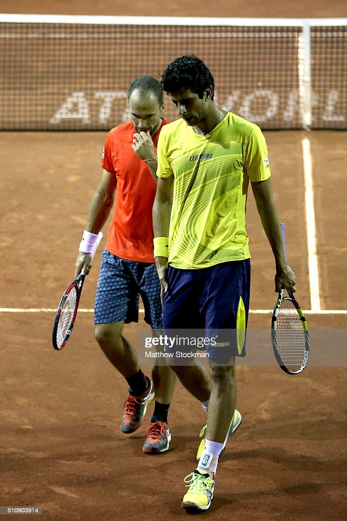 <a gi-track='captionPersonalityLinkClicked' href=/galleries/search?phrase=Bruno+Soares+-+Tennis+Player&family=editorial&specificpeople=11650044 ng-click='$event.stopPropagation()'>Bruno Soares</a> and <a gi-track='captionPersonalityLinkClicked' href=/galleries/search?phrase=Marcelo+Melo&family=editorial&specificpeople=4278628 ng-click='$event.stopPropagation()'>Marcelo Melo</a> of Brazil confer between points while playing Fabiano De Paula and Orlando Luz of Brazil during the Rio Open at Jockey Club Brasileiro on February 17, 2016 in Rio de Janeiro, Brazil.