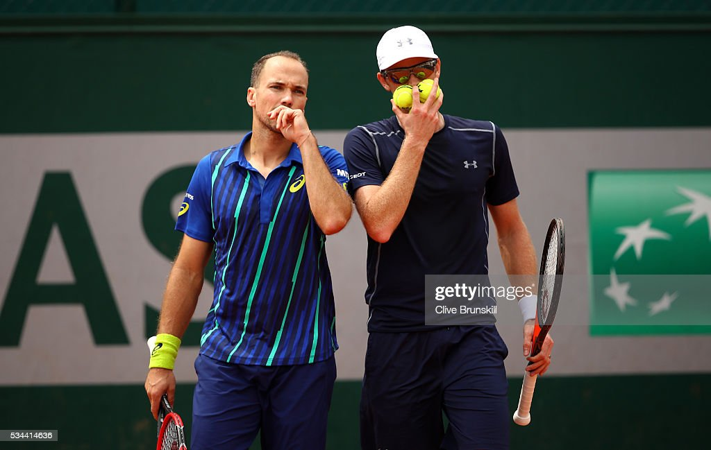 <a gi-track='captionPersonalityLinkClicked' href=/galleries/search?phrase=Bruno+Soares+-+Tennis+Player&family=editorial&specificpeople=11650044 ng-click='$event.stopPropagation()'>Bruno Soares</a> of Brazil and <a gi-track='captionPersonalityLinkClicked' href=/galleries/search?phrase=Jamie+Murray+-+Tennis+Player&family=editorial&specificpeople=4393751 ng-click='$event.stopPropagation()'>Jamie Murray</a> of Great Britain talk tactics during the Men's Doubles first round match against Evgeny Donskoy and Andrey Kuznetsov of Russia on day five of the 2016 French Open at Roland Garros on May 26, 2016 in Paris, France.