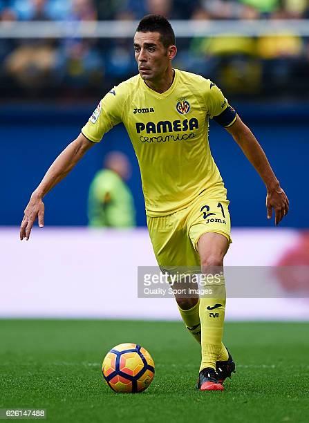 Bruno Soriano of Villarreal runs with the ball during the La Liga match between Villarreal CF and Deportivo Alaves at El Madrigal on November 27 2016...
